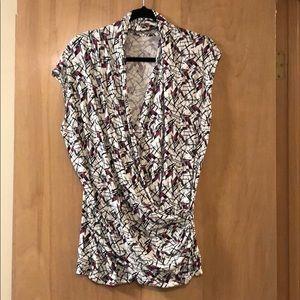 Tops - Flattering patterned v neck top
